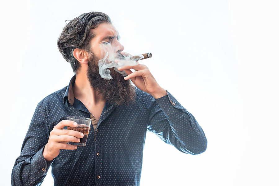 How To Hold A Cigar Like a Pro